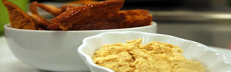 Homemade Hummus & Toasted Pita Triangles